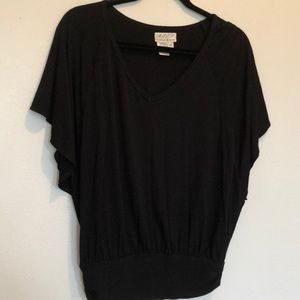 Tops - Black top cute for casual or dressy